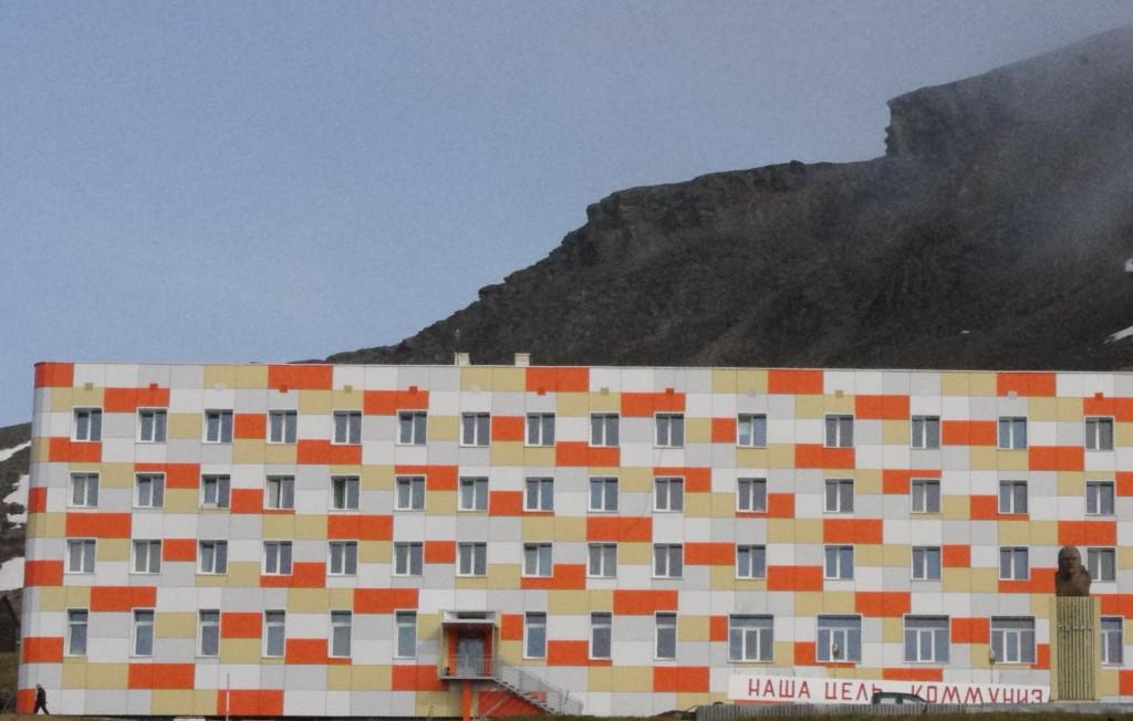 Lenin outside the worker's accommodation
