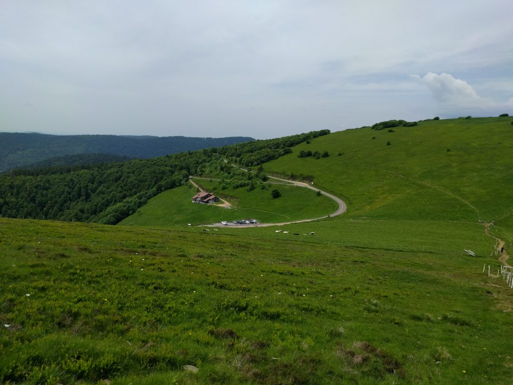 The carpark and road from Rothenbachskopf